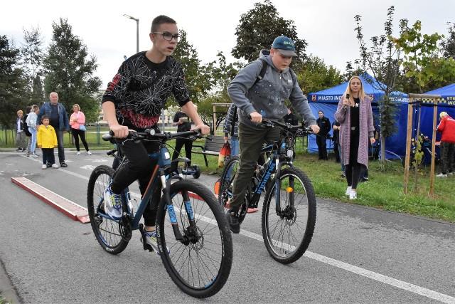 Podczas rowerowej imprezy z okazji Europejskich Dni Zrównoważonego Transportu cykliści wzięli udział w konkursach i konkurencjach sprawnościowych. Mieli okazję porozmawiać z policjantami i strażnikami miejskimi o bezpiecznym zachowaniu się na drodze i przybić piątkę z WiewiórINKA