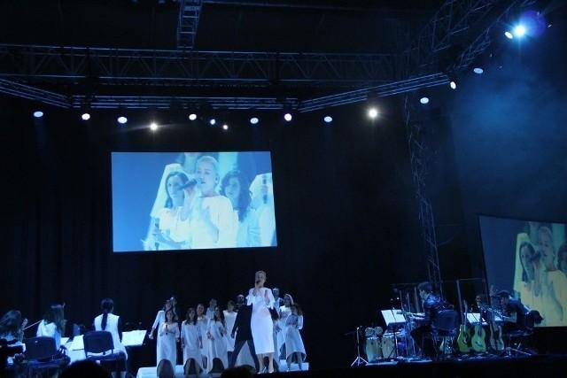 """W styczniu tego roku kilka tysięcy osób w Hali Legionów uczestniczyło w koncercie """"Betlejem w Kielcach"""". Organizatorzy liczą na to, że w styczniu 2018 roku kielecka hala będzie wypełniona po brzegi."""