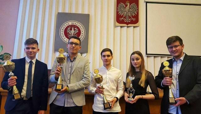 Na zdjęciu od lewej: Jakub Kawalerski, Bartosz Lusiak, Eryk Szajda, Daria Gawęda i Kamil Kalka