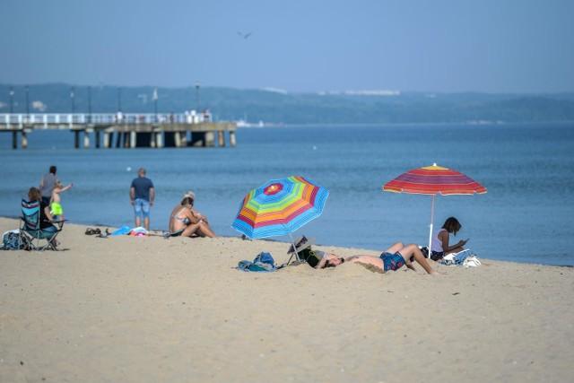 IMGW podało eksperymentalną długoterminową prognozę pogody na lato. Czy w lipcu i sierpniu 2021 czekają nas upały i susze? A może jednak chłodne i deszczowe? Przejdź dalej i sprawdź --->