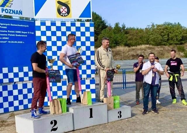Tak wyglądało podium wyjątkowego wyścigu na Torze Poznań
