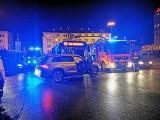 Zderzenie auta z autobusem na rondzie Jagiellonów w Bydgoszczy. Dwie osoby w szpitalu [zdjęcia]