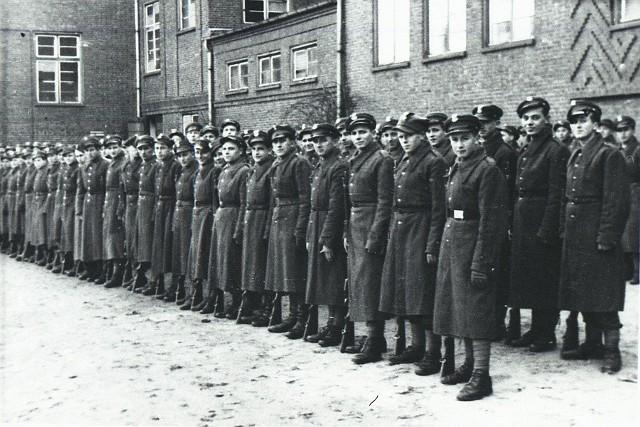 Inauguracja pierwszego kursu szeregowych - 1945 rok.
