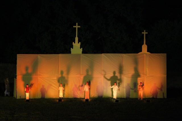Orzeł i Krzyż: Prezydent Duda na widowisku w Murowanej Goślinie