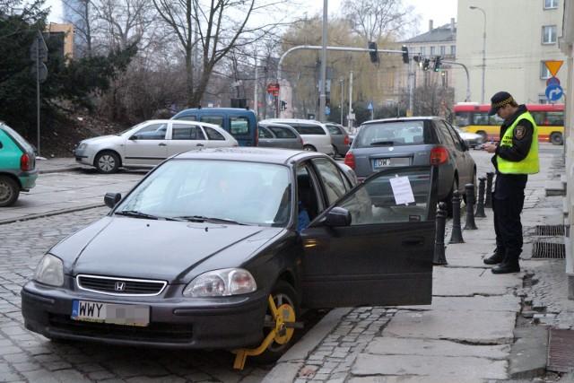 Podczas prac na ul. Cybińskiej, Filipińskiej i Ostrówek oraz wokół katedry na Ostrowie Tumskim obowiązywać będzie zakaz zatrzymywania się, a pozostawione auta zostaną odholowane na koszt właścicieli.