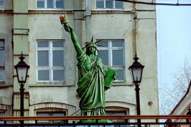 Statua Wolności na ul. Piotrkowskiej, stała w dawnej dyskotece West Side