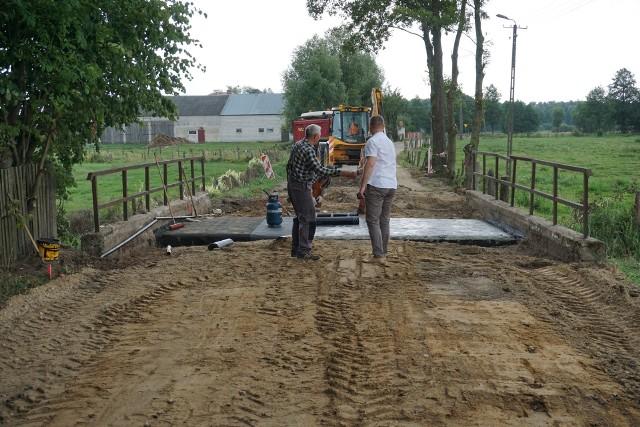 Trwa przebudowa drogi w Bagienicach Folwarku