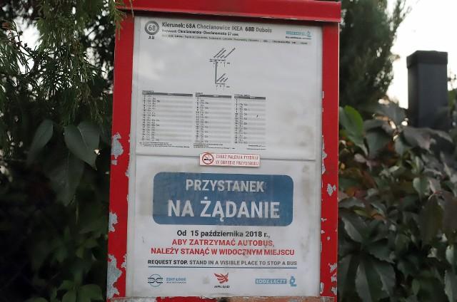 Pierwsze przystanki na żądanie wprowadzono przy ulicach Chocianowickiej, Łaskowicach, Maratońskiej i Sanitariuszek.
