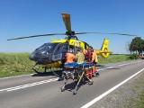 Potrącenie pieszego w Otłowcu. 18.06.2021 r. Rannego mężczyznę zabrało Lotnicze Pogotowie Ratunkowe. Policja wyjaśnia okoliczności wypadku