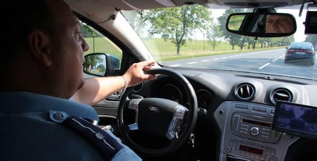 - Tylko mandaty działają na kierowców, pouczenia się nie sprawdzają – przyznaje Marek Zawadka ze świebodzińskiej drogówki.