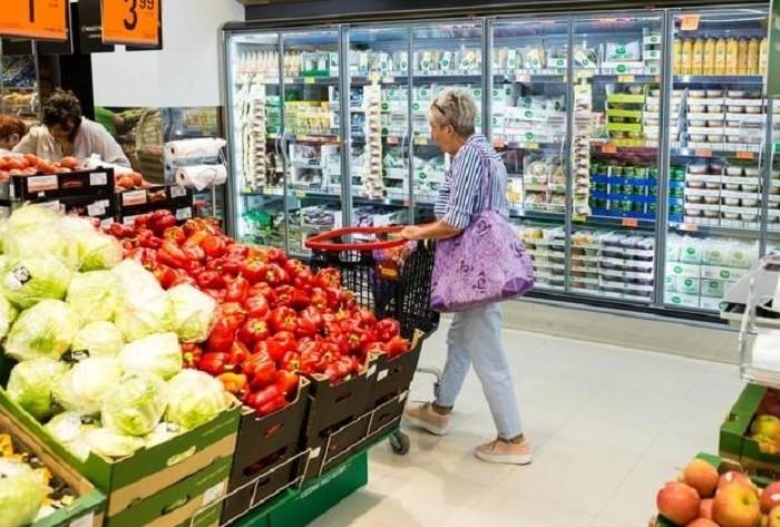 Chociaż generalnie ceny w sklepach z upływem czasu rosną, to...