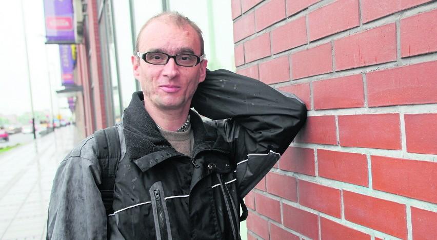 Rafał Franciszczak radzi sobie w życiu, ale trudno mu wybaczyć to, co go spotkało w ośrodku. Obecnie mieszka w Łodzi, pracuje jako ślusarz