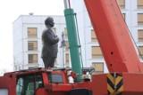 Warszawa: Pomnik prezydenta Lecha Kaczyńskiego na placu Piłsudskiego [ZDJĘCIA] [WIDEO]