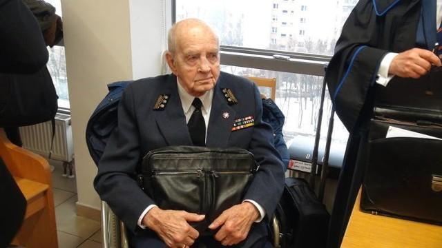 94-letni Zbigniewa Radłowski, były żołnierz Armii Krajowej pozwał niemieckiego producenta serialu