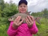 Młodzi wędkarze z Żar i okolic. Oni wiedzą, jak złowić wielką rybę. Podczas zawodów z okazji Dnia Dziecka pokazali, co potrafią