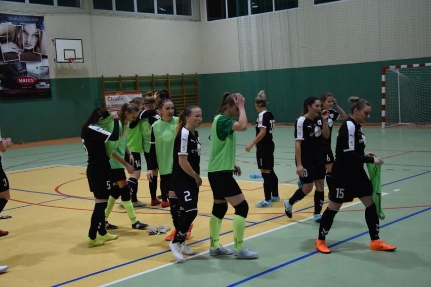 """Futsalistki Rolnika w tym sezonie spisują się mocno """"w kratkę""""."""
