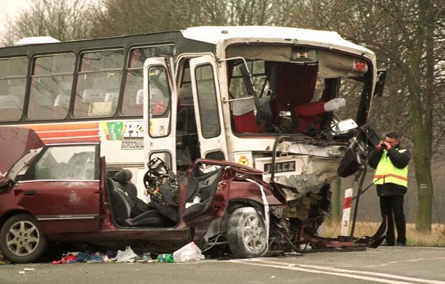"""Tragiczny wypadek na skręcie z """"trójki"""" na Kołbacz."""
