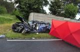 Tragiczny wypadek na DW 432 w powiecie kościańskim. Wojskowy samochód zderzył się z osobówką. Jedna osoba nie żyje