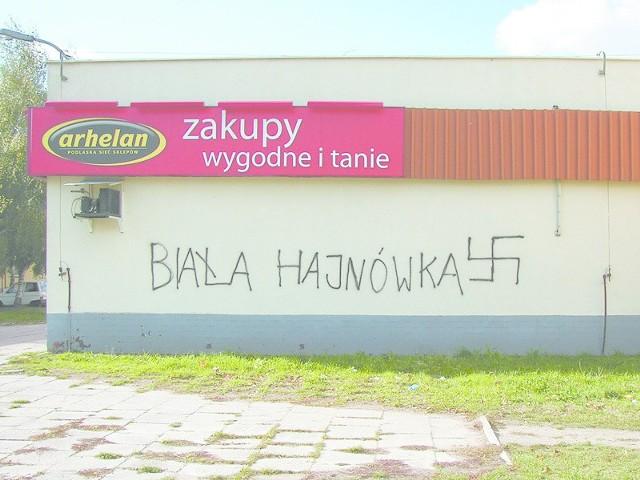 Rasistowskie napisy pojawiły się w Hajnówce w środę