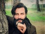 Przysięga. Emir, czyli Gökberk Demirci, to jeden z najprzystojniejszych tureckich aktorów. Zobacz prywatne zdjęcia serialowego Emira 31.01.