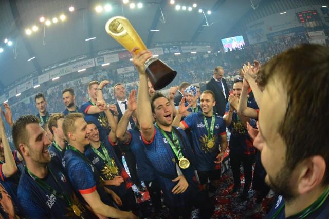 Kevin Tillie dwa lata temu został mistrzem Polski z ZAKS-ą. Co sezon rywalizuje z reprezentacją Polski w narodowych barwach.