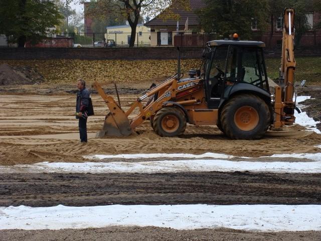 Budowa boiska i termomodernizacja ogólniaka mają się zakończyć do 20 listopada tego roku.