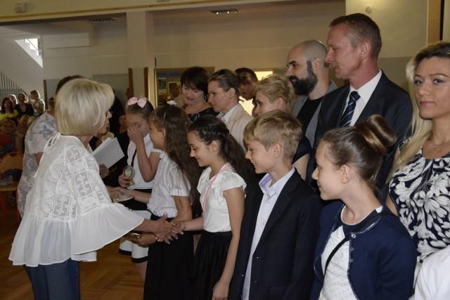 Zakończenie roku szkolnego w Zespole Szkół Integracyjnych w Skierniewicach odbyło się w dwóch turach. Relacjonujemy drugą turę ()rozpoczęła się o godz. 11).