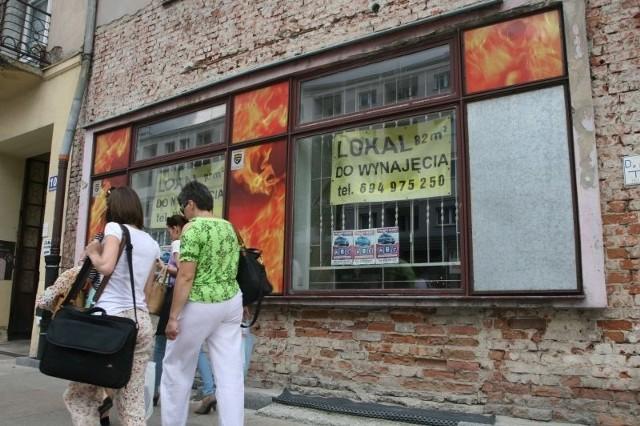 Na najemcę czeka pusty lokal o powierzchni 82 metrów kwadratowych przy ulicy Warszawskiej 10.