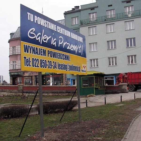 Od kilku dni na przystanku przy ul. Jagiellońskiej stoi nowa tablica z informacją, że w tym miejscu powstanie Galeria Przemyśl.