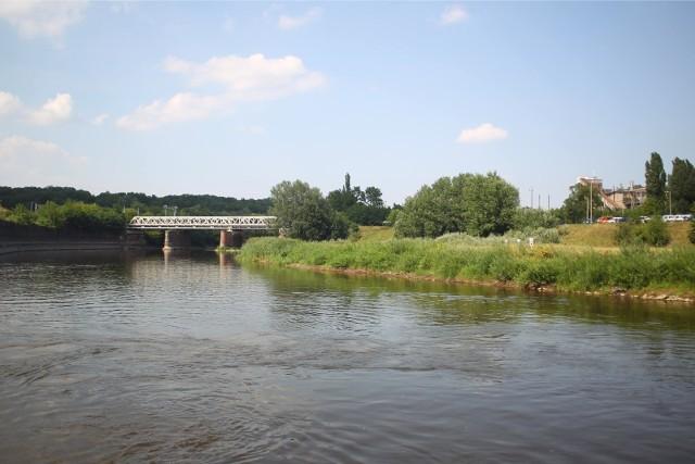 Miasto chciało wykorzystać zabytkowe kratownice z mostu kolejowego na Starołęce do budowy przeprawy pieszo-rowerowej przez Wartę i Kanał Ulgi.