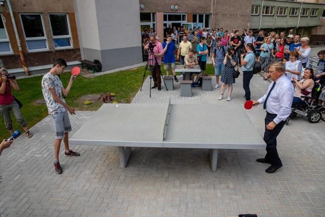 We środę (23.06) odbyło się otwarcie nowego kompleksu sportowo-rekreacyjnego przy Zespole Szkół nr 16 w Białymstoku. W otwarciu strefy aktywności uczestniczył prezydent Tadeusz Truskolaski. Oprócz uczniów, mogą z niego korzystać wszyscy chętni białostoczanie.