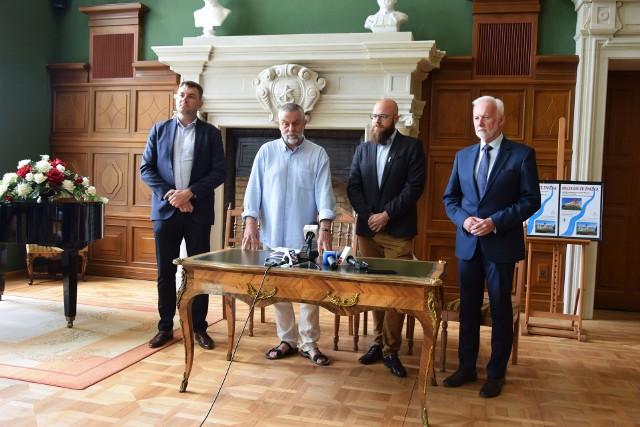 Umowę o współpracy Muzeum Okręgowego w Sandomierzu i Muzeum Historycznego Miasta Tarnobrzega podpisano 8 lipca w Zamku Tarnowskich, siedzibie tarnobrzeskiego muzeum