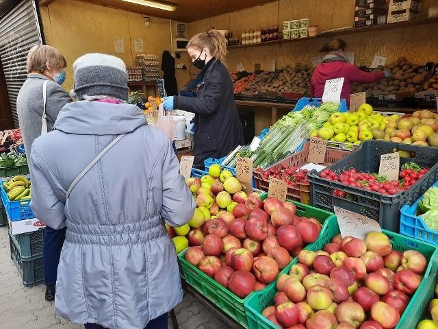 """Zobacz, co i za ile można kupić na ryneczku koło sklepu PSS Społem """"Opałek"""" w Białymstoku!"""