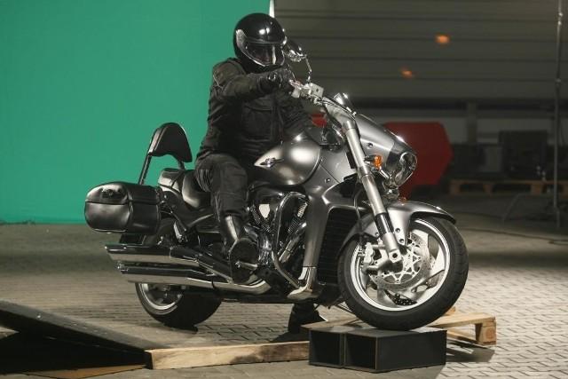 Na jednym z ujęć zobaczmy motocyklistę, symbolizującego moc kotłów DEFRO, fot. Dawid Łukasik