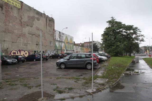 W tym miejscu miał powstać czteropoziomowy parking, ale skończyło się na planach