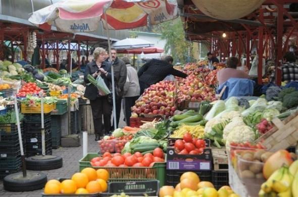 W Zielone Świątki zakupy na bazarach będzie można zrobić od godziny 6.