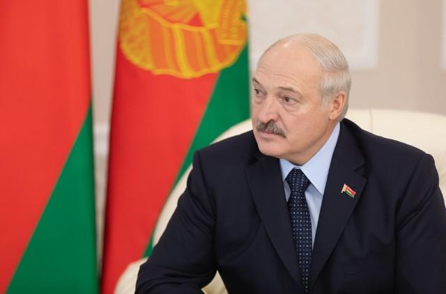 Aleksandr Łukaszenka twierdzi, że na Białorusi nikt nie umrze na koronawirusa. Chociaż białoruskie ministerstwo zdrowia informuje o zgonach osób zakażonych, prezydent twierdzi, że zmarły one z powodu chorób współistniejących.
