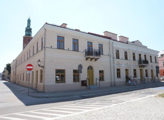 W kamienicy Deskurów będzie restauracja, miasto chce też wynająć płytę Rynku pod letnie ogródki gastronomiczne.