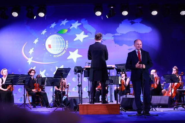 Największą wartością Forum jest to, że ze sobą rozmawiamy – przyznał Zygmunt Berdychowski. Pomysłodawca i szef rady programowej Forum Ekonomicznego wręczył nagrody 30-lecia.