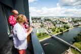 Bydgoscy seniorzy zwiedzali River Towers i wspominali lata swojej młodości [zdjęcia, wideo]