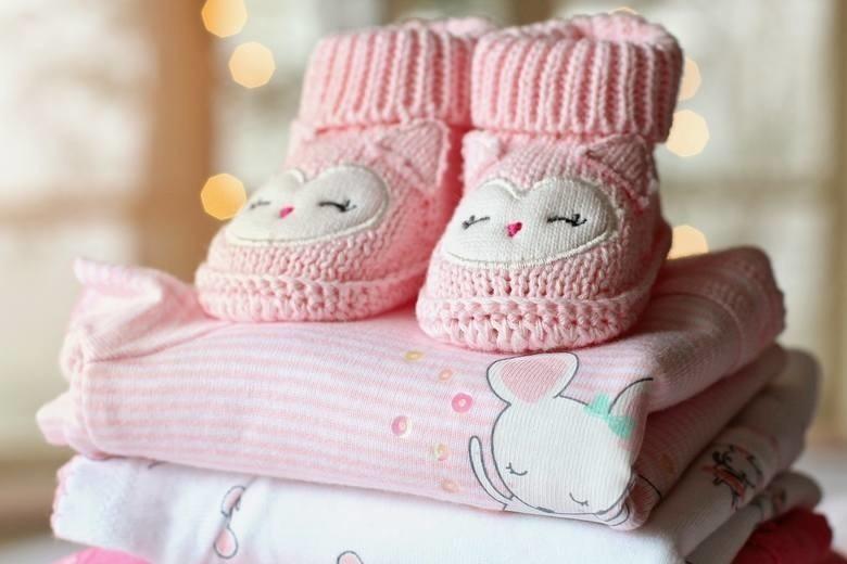 Ile dzieci urodziło się w lutym 2021 roku w powiecie...