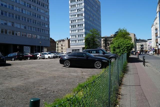 O sporze dotyczącym parkingu przy ul. Piekary w Poznaniu zrobiło się głośno na początku 2020 roku