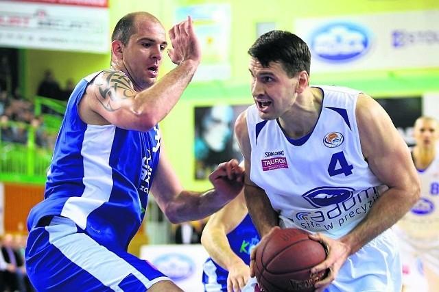 Koszykarze Rosy Radom zagrają w niedzielę z Asseco Gdynia. John Turek (z piłką) jest w coraz lepszej dyspozycji.