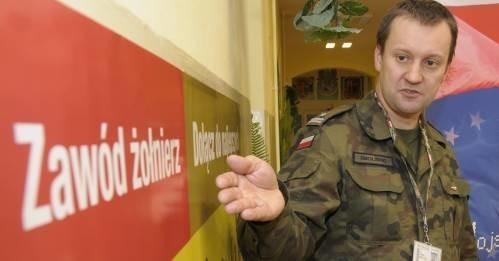- Żołnierz to atrakcyjny zawód - przekonuje mjr Arkady Smoliński.