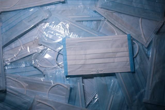 Niemal 400 tys. maseczek trafi do lubelskich szpitali. To kolejny transport środków ochrony osobistej.