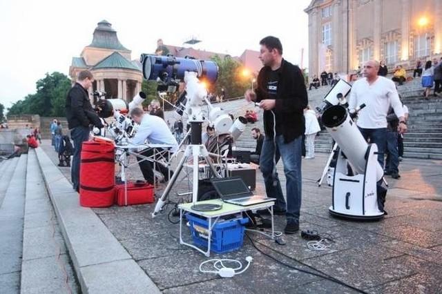 PTMA Szczecin działa w naszym mieście od stycznia tego roku. Prócz organizacji imprez obserwacyjnych, prowadzą lekcje astronomii w szkołach i szpitalach, złożyli również projekt budowy Szczecińskiego Obserwatorium Astronomicznego w ramach Budżetu Obywatelskiego 2015.