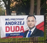 Czytelnik: Moim zdaniem te banery wyborcze wiszą tutaj bezprawnie