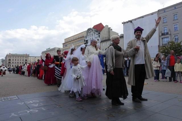 Teatr Strefa Ciszy świętował na placu Wolności swój jubileusz.