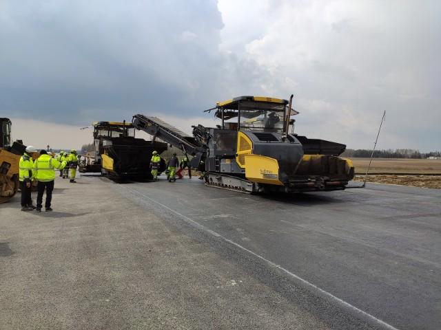 Droga ekspresowa S19 między Rzeszowem a Lublinem ma być w całości gotowa już w przyszłym roku. Zobacz, jak postępują prace na jej budowie.