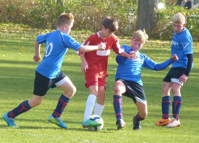 Pojedynek młodzików starszych Gwardii (niebieskie koszulki) i Bałtyku miał niecodzienny przebieg.